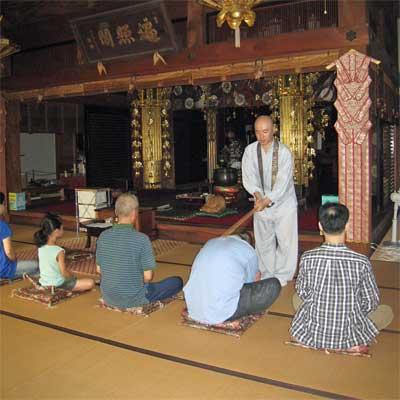 〜座禅と朝粥〜お寺の本堂で夏体験