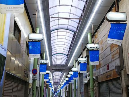 瀬戸内国際芸術祭のフラッグin通町商店街