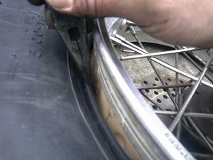 タイヤはめ込み
