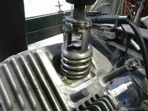 バルブスプリング圧縮