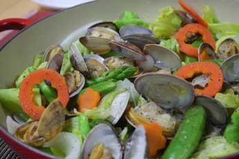 アサリと春野菜のワイン蒸し