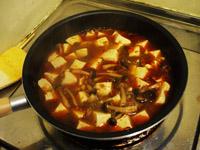 豆腐を入れて煮る
