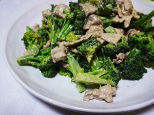 ブロッコリーと豚肉の からしマヨ炒め