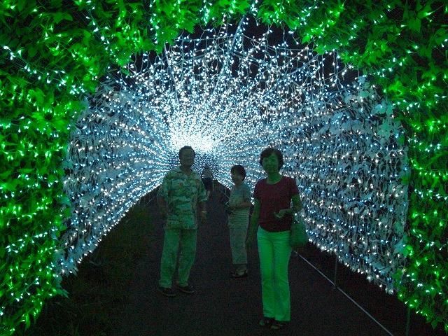300mの世界最大級の光のトンネル