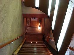 地下へと続く階段