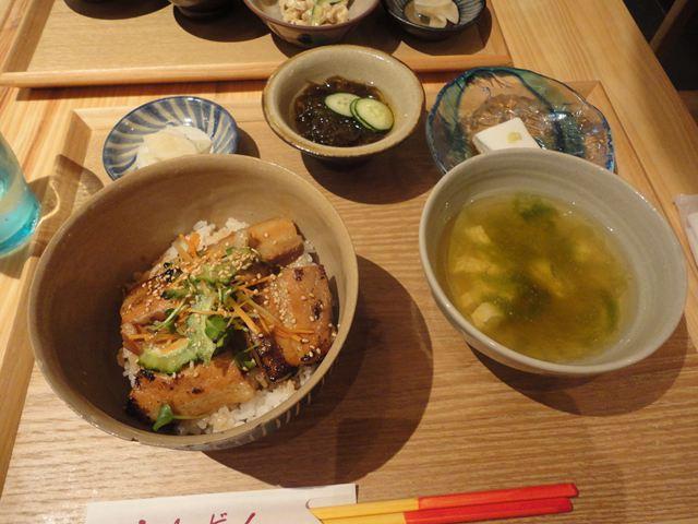 三枚肉丼定食(1380円)