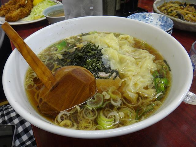 ワンタン麺(800円)
