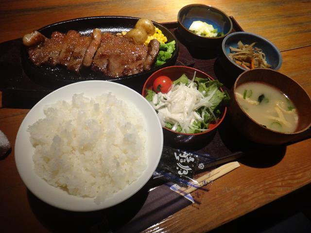 牛サーロインステーキ定食(1580円)