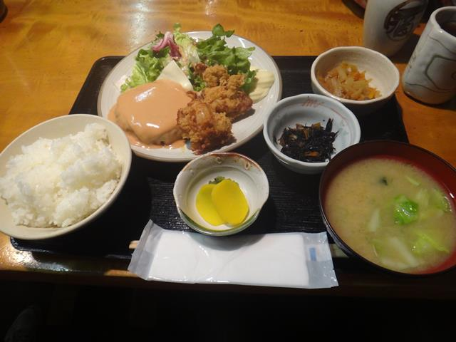 チーズハンバーグと若鶏唐揚(950円)