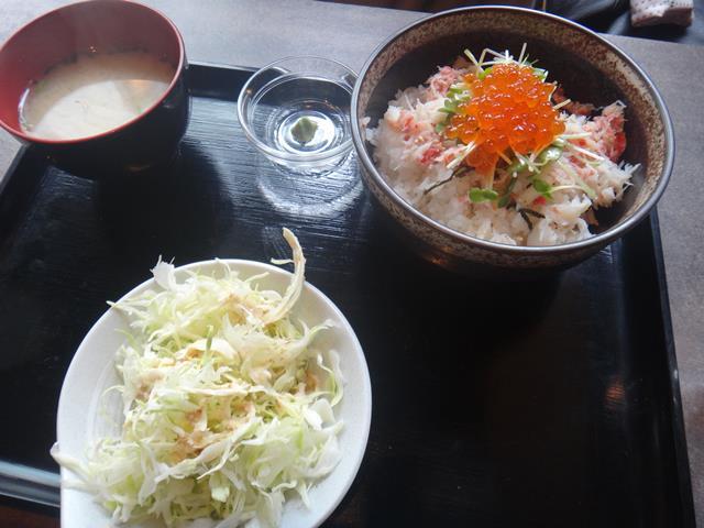 かにいくら丼(780円)
