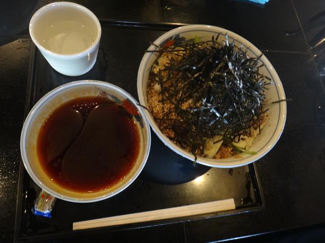 冷たい肉そば(870円)