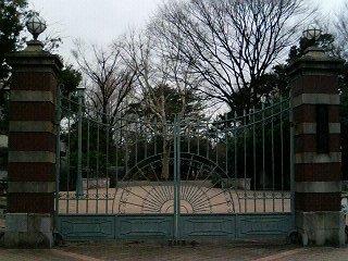 蚕糸の森公園の正門