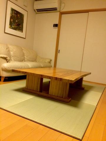 テーブルが乗った畳