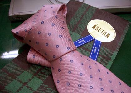 ネクタイ。