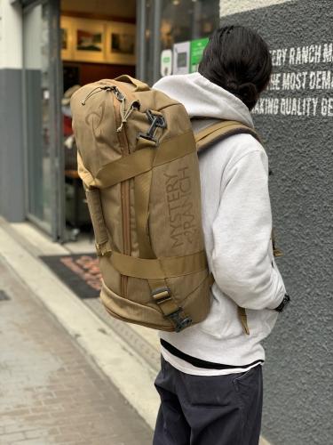 ミステリーランチのトラベルバッグ