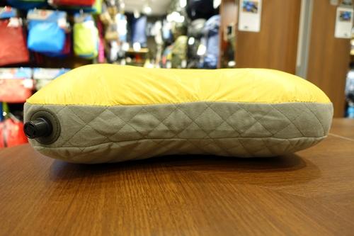 A&F COUNTRY COCOON Travel Pillow Air Down Narita Airport Chiba エイアンドエフ コクーン トラベル 旅行 成田 空港 国際空港 千葉