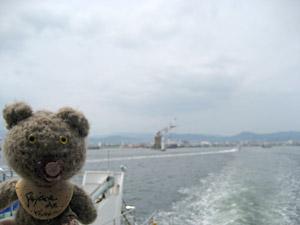 フェリーで瀬戸内海を航行中