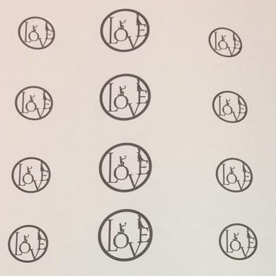 LOVEのコインペンダントデザイン