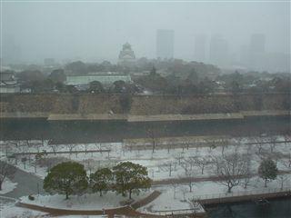 051222_大阪城が雪に包まれていきます。