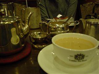 050604_LONDON TEA ROOM「スコーンセットの紅茶」