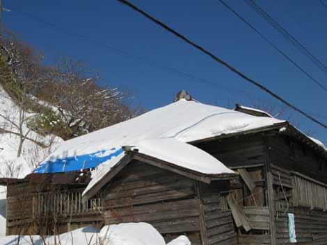 雪の茨木家中出張番屋外観02