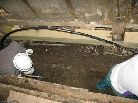住居台所床下掘削