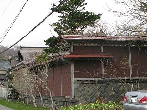 茨木家本宅赤板塀