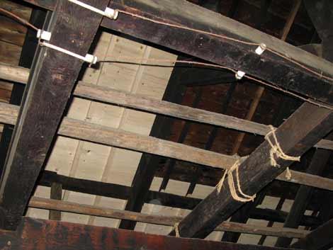 大屋根天井板補修1