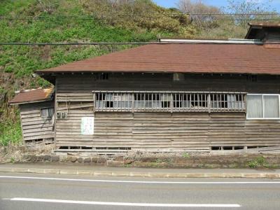 茨木家中出張番屋修復前破損した格子窓