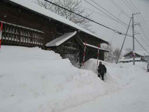 雪かきしてお出迎え