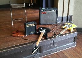 音楽室のギター。