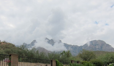 プッシュリッジ山と雲