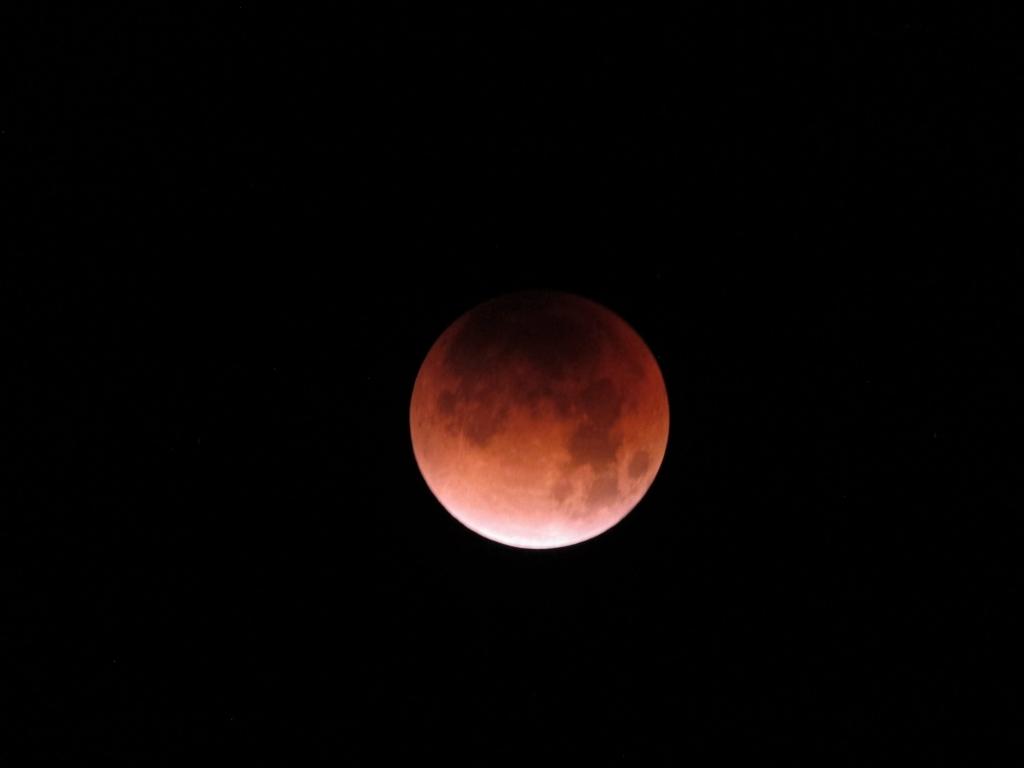 月食のスーパームーン