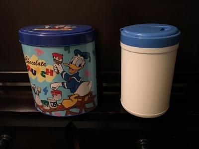 《リメイク前》ウェットティッシュケースとTDLのお菓子の缶