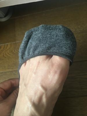 フットカバーを脱げにくく履く方法