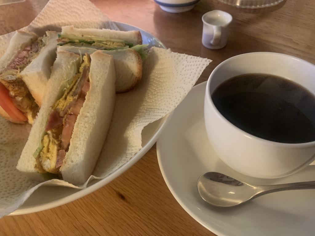ベーコンエッグサンド&ブレンドコーヒー@West Coast/金沢