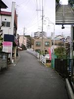 南矢名の景勝地・烏啼近道商店街「新烏啼坂」と急階段