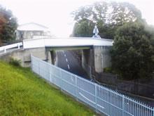 大学の橋とかない道