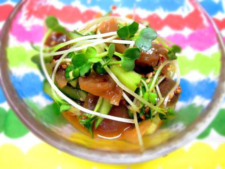ザーサイとカイワレとキュウリのキムチ風味の和え物