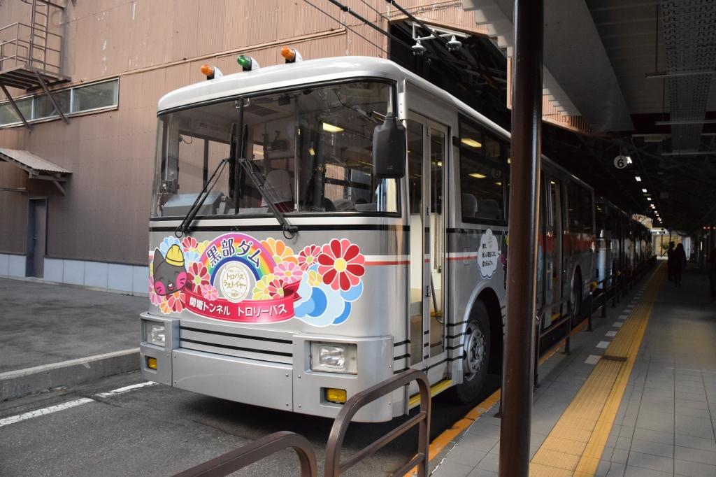 扇沢駅関電トロリーバス