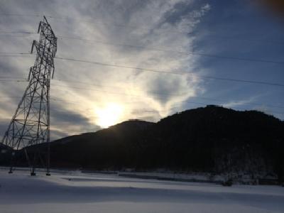 田舎の帰り道の彩雲