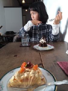 娘はチョコレートケーキ