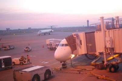 午前6時のダラスフォートワース空港