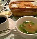 スープ、パン、ホットコーヒー