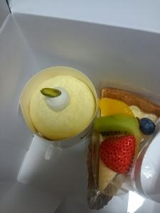 チーズケーキと季節のフルーツタルト