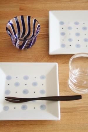 砥部焼・梅山窯:四寸角銘々皿〈水玉〉