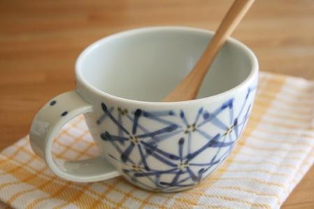砥部焼・森陶房:スープカップ〈ガーベラ〉