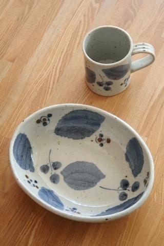 砥部焼・森陶房:カレー皿・マグカップ〈ブルー木の葉〉