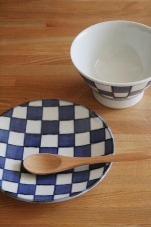 砥部焼・梅山窯:五寸丸皿/くらわんか・大〈市松〉