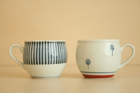 砥部焼・梅山窯:ミルクカップ〈十草〉〈たんぽぽ〉